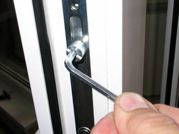 Как отрегулировать пластиковую балконную дверь или окно горо.