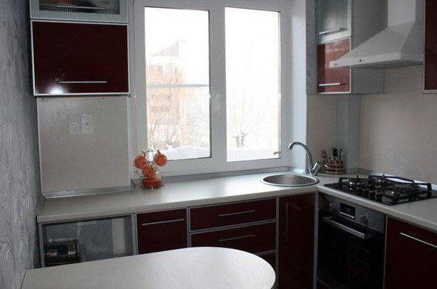 dizayn-malenkoy-kuhni-v-hrushhovke1
