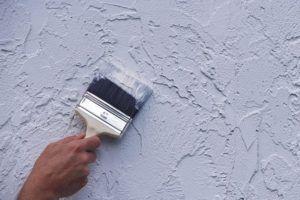 Как покрасить рельефную стену