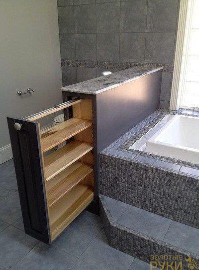 опорная стойка рядом с ванной