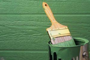 Чем лучше покрасить деревянный дом снаружи?