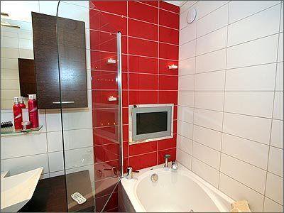Как повесить телевизор в ванной