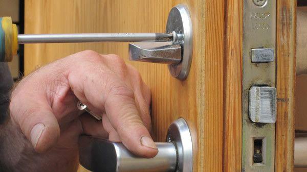 установка дверных замков Услуги
