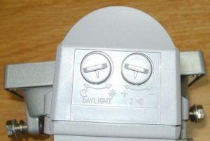 датчики движения снабжены регуляторами чувствительности и времени.