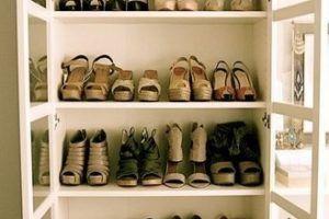 обувь в старом буфете