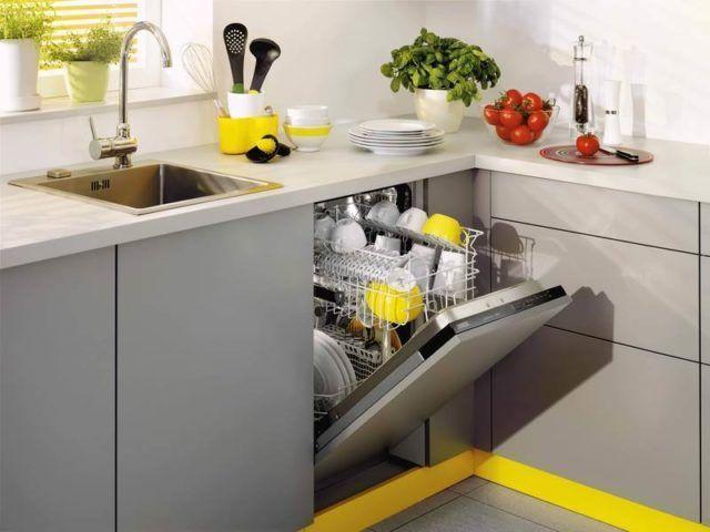 Стандартная узкая посудомоечная машина