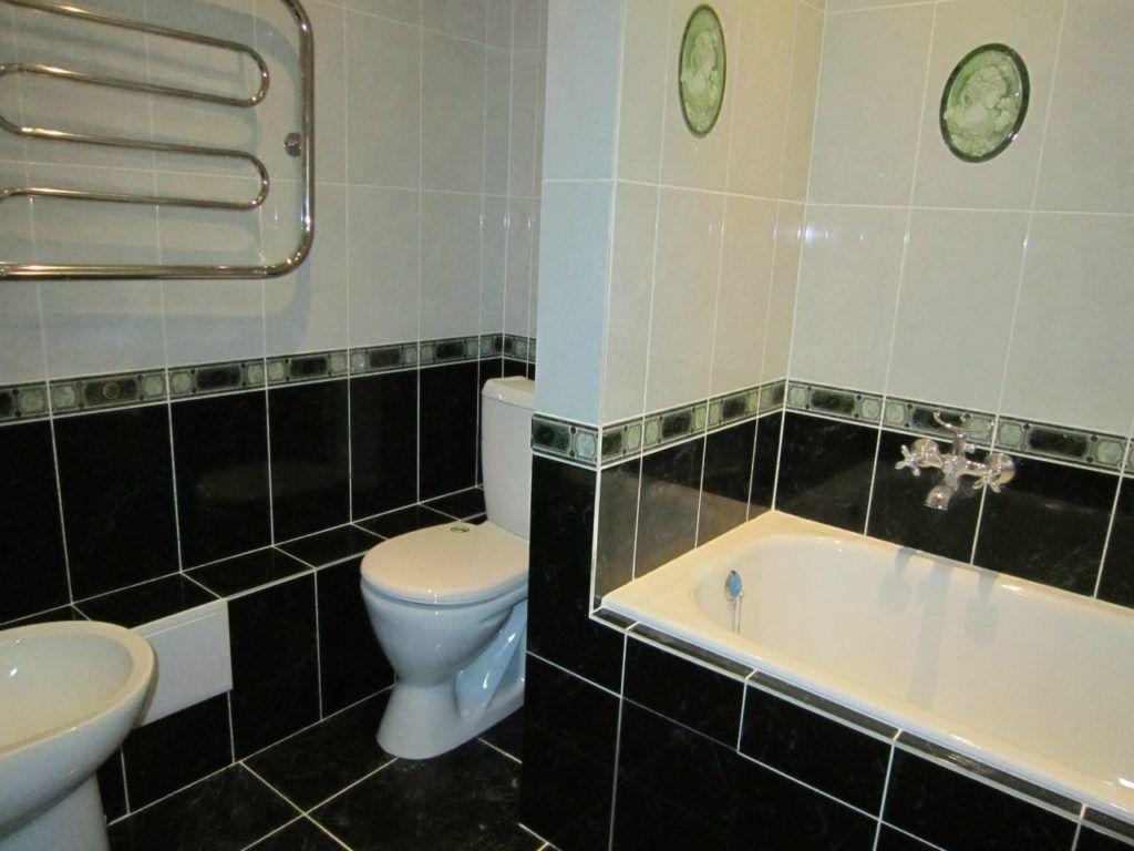 Сантехника периодически выходит из строя, ванная перестаёт блестеть, плитка отваливается, а углы наполняются плесенью. Когда вы задумываетесь изменить что-либо в интерьере