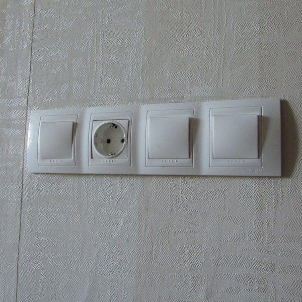 услуги электрика установка блока выключателей с розеткой