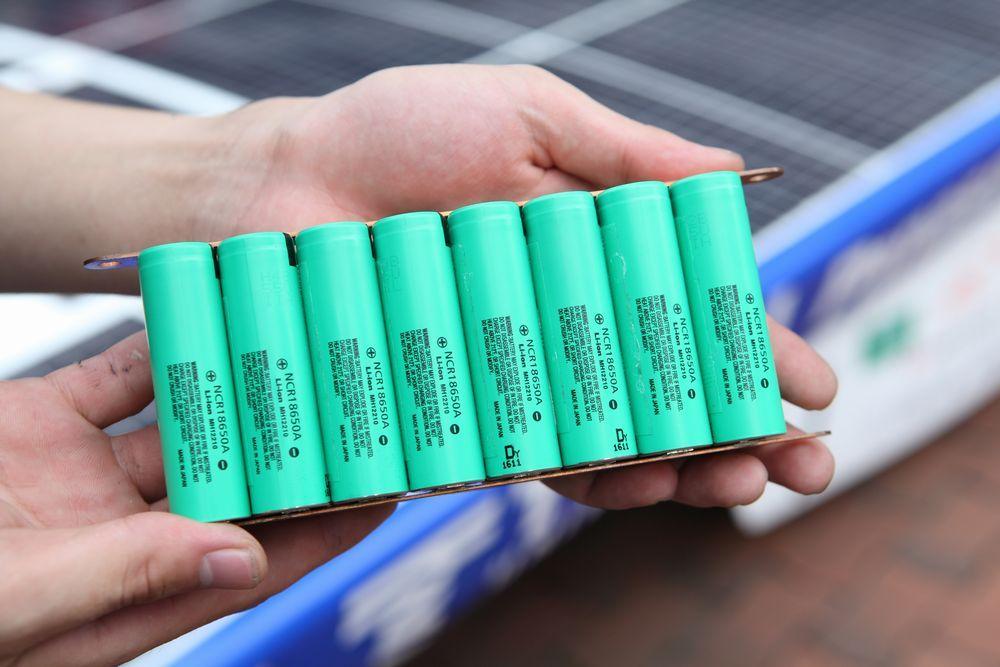 началось использование Li-ion батарей в двух новых индустриях: в автопроме и энергетике