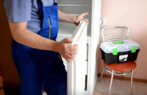 демонтаж дверцы холодильника