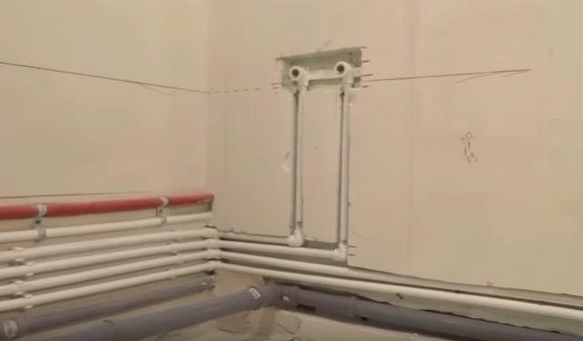 услуги сантехника по монтажу труб в квартире