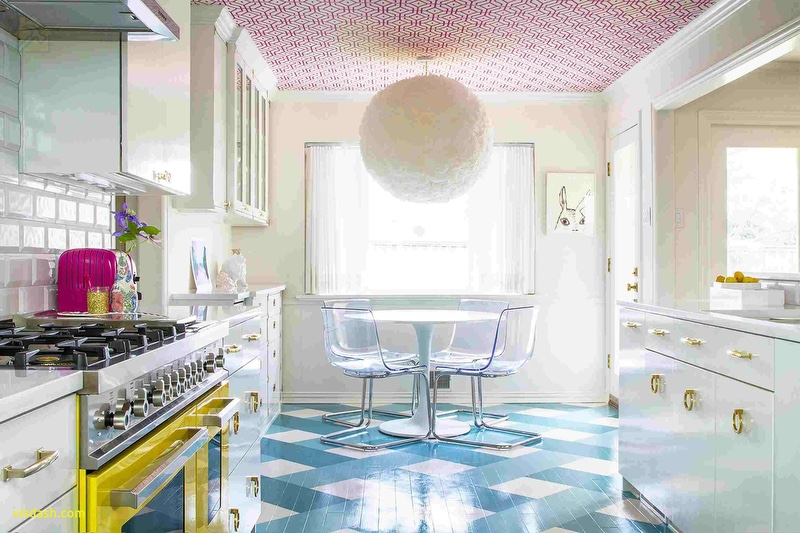 Потолок на кухне должен быть эстетичным практичным выдерживать перепады температур 🔴 Какой потолок лучше сделать на кухне