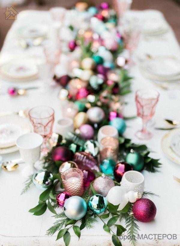 Праздничное украшение из новогодних шаров