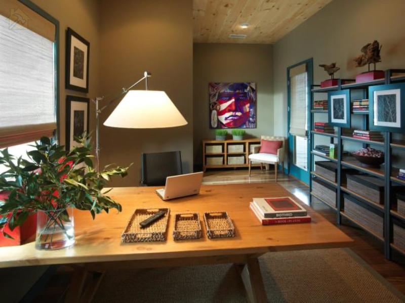 Эта офисная мебель идеальна, потому что соответствует правилам фен-шуй и при этом гармонирует с остальной частью комнаты.