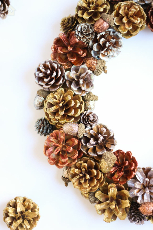 tinker рождественский венок конусы раскрасить стильные рождественские украшения 🔴 Рождественский венок ТИНКЕР из подручных материалов и в необычном дизайне