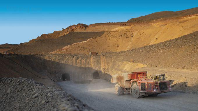 Шахтеры на подземном золотом руднике Сьяма в малийской пустыне 🔴 Шахта будущего в Мали какая работа ждёт нас завтра