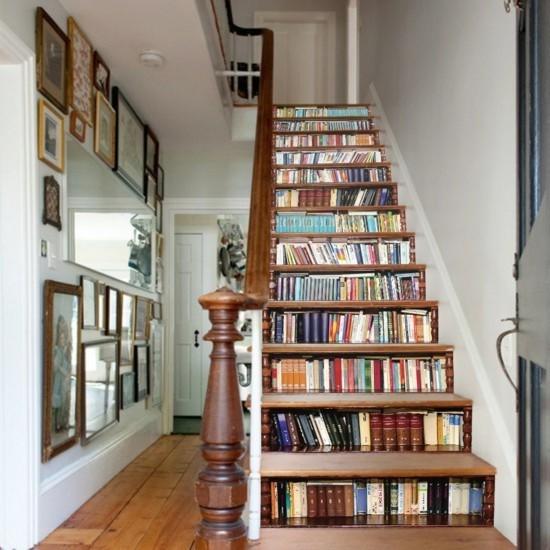 Отдельные ступеньки могут выступать в роли встроенных ящиков 🔴 Оформить полку под лестницу умные идеи