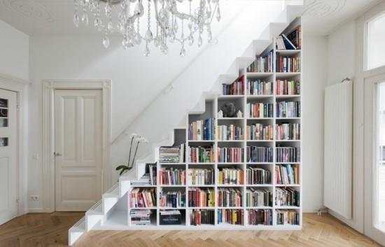 полка под лестницей 🔴 Оформить полку под лестницу умные идеи